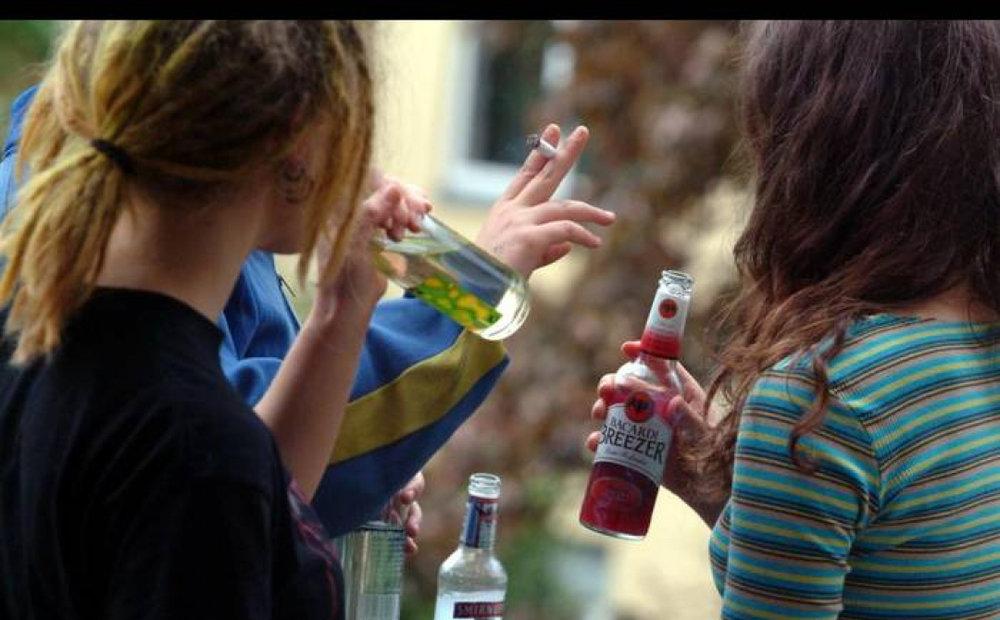 Подростковый алкоголизм: что способствует его развитию